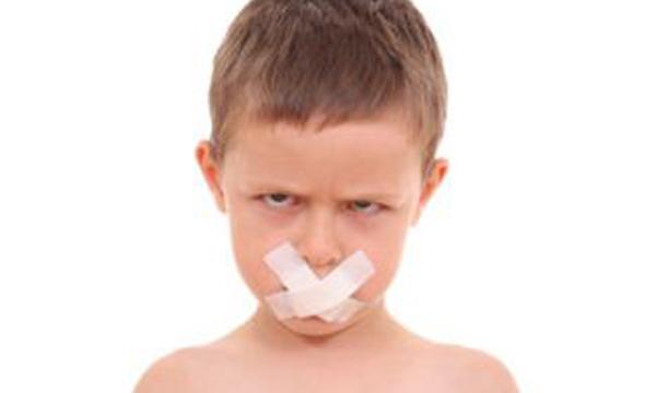 7 روش برای کمک کردن به کودکی که لکنت می کند
