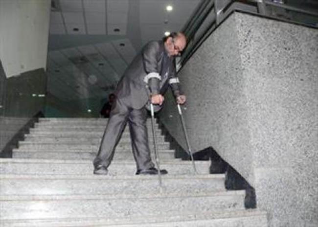 پله نوردی با عصا و ویلچر