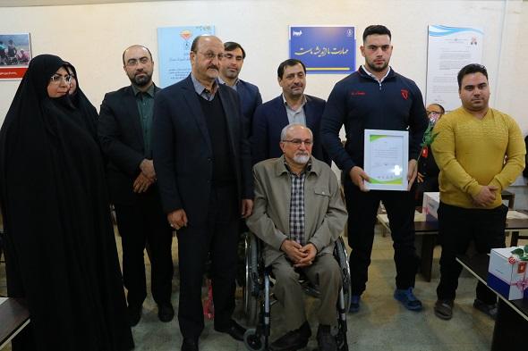 با حضور استاندار قزوین ؛  معلول قهرمان وزنهبرداری تجلیل شد