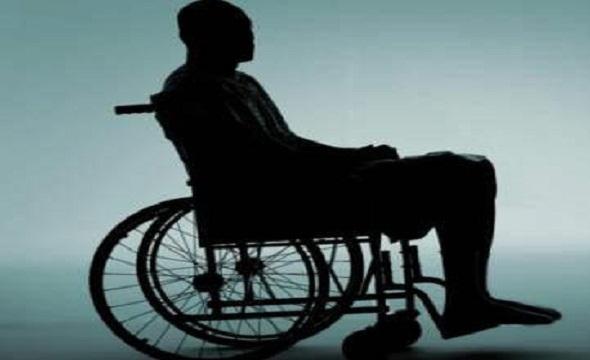 چه کنيم؟ پذيرش معلوليت يا انکار آن؟