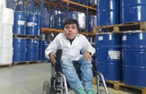 جوان کارآفرین تاکستانی معلولیت را به فرصت تبدیل کرد