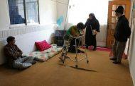 دیدار دوست از دانشآموز افغان دارای معلولیت به مناسبت روز دانشآموز