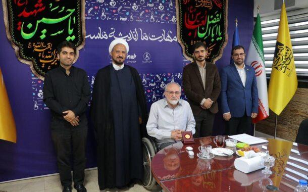 اهداء نشان بنیاد آلاء به سید محمد موسوی کارآفرین و فعال اجتماعی