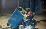 چهره جدید فقر در خیابانها: معلولان به ویلچرفروشی روی آوردند!